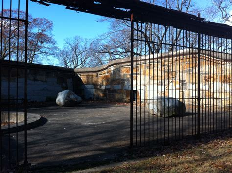 zoo massachusetts franklin park abandoned bear boston cages places pens usa most insane cage den dens zoos forgotten wikimedia state