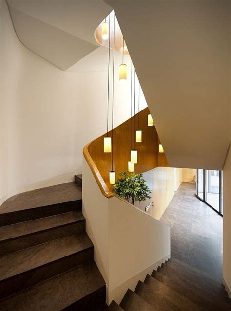 treppenhaus beleuchtungsideen pendelleuchten stufen