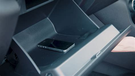 distracted driving u k safety caign thinks inside box wardsauto