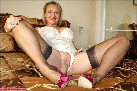 Busty Mature In Stockings Giving A Blowjob And Playing