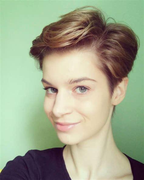 Short Hair Layer Cut