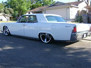 Air Ride On A Classic 65 Lincoln Continental