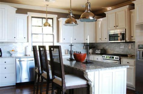 restoration hardware kitchen lighting warmes rustikal eingerichtetes haus am alabama see 4795