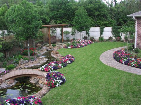 Simple Backyard Landscape Designs by Ideas For Landscaping How To Landscape Design Landscaper