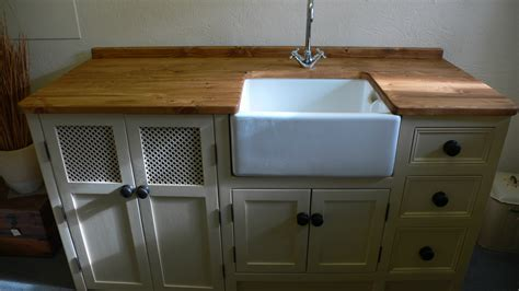 Belfast sink unit with large cupboard space for dishwasher