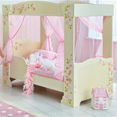 chambre avec lit baldaquin idées déco chambre fille pour les petites princesses