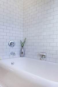 Badezimmer Fliesen Weiß : wandfliesen im badezimmer ihren passenden wandbelag finden ~ Lizthompson.info Haus und Dekorationen