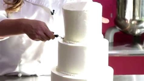 how to cut a wedding cake and sweet how to cut a wedding cake