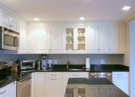 Classic Black And White Kitchen-traditional-kitchen
