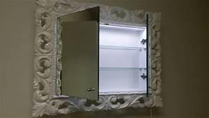 Specchiera Laccata Per Bagno Con Mensole Interne