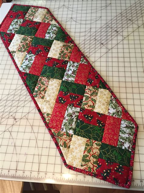 simple table runner patterns easy table runner neneng quilt projects pinterest