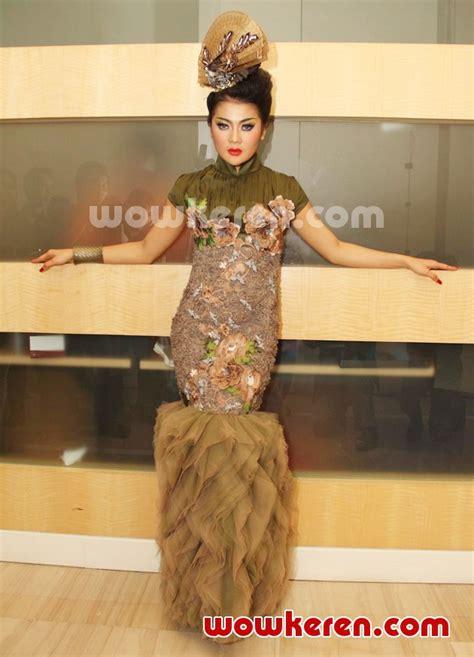 Hamil Muda Lirik Foto Indah Dewi Pertiwi Menjadi Model Di Jfff 2012 Foto