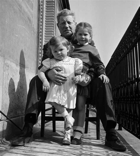 jean gabin kinder 1954 l acteur fran 231 ais jean gabin pose avec ses enfants