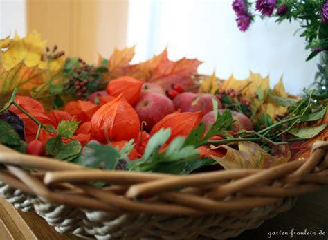 Herbstdeko Garten Basteln by Herrliche Herbstdeko Garten Fr 228 Ulein Der Garten