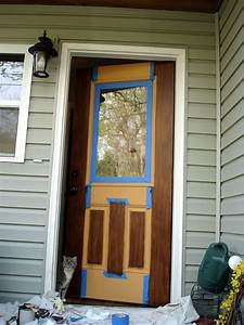 Great instructions on how to paint a faux wood door! DYI