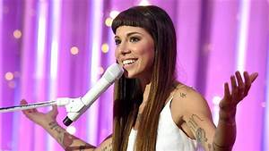 Christina Perri announces pregnancy with sweet baby bump ...