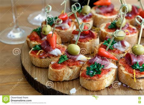 canapé espagnol pinchos tapas canapes espagnols repas sur le pouce de