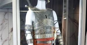 Hollywood Movie Costumes and Props: Dastan's Prince of ...