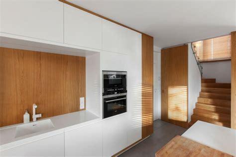 cuisine sol blanc cuisine bois et blanc dans un appartement en 25 idées
