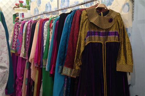 bandung merdeka cantiknya busana muslim dari tenun