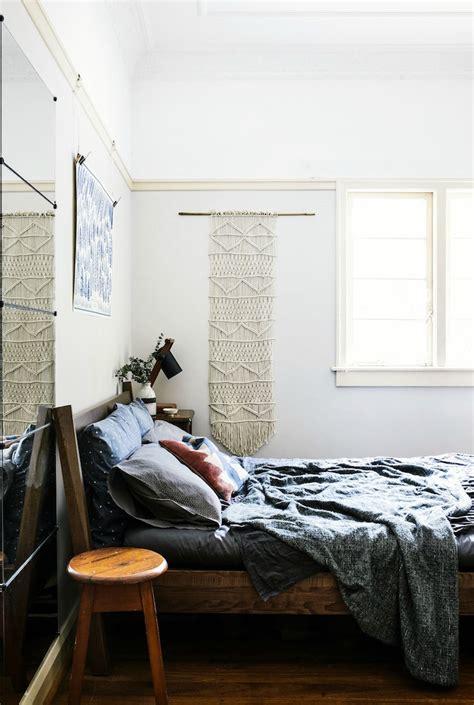 id馥 tapisserie chambre adulte idée déco chambre adulte la tenture murale tissée s empare des murs