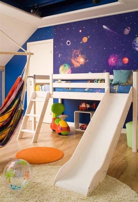 Wandgestaltung Kinderzimmer Bett by Ideen Wandgestaltung Kinderzimmer Tapete Weltall Hochbett