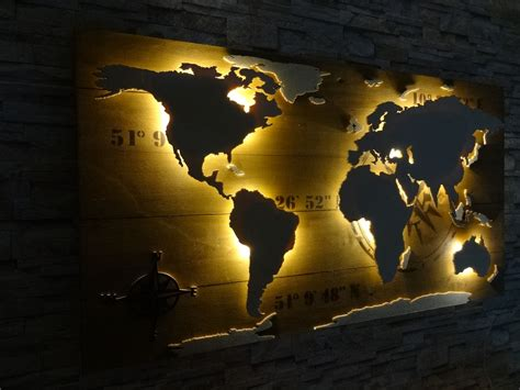 Weltkarte aus Holz