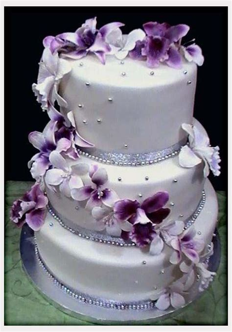 Purple And White Decoration For Wedding by Decorations White Wedding Cakes With Purple Flowers