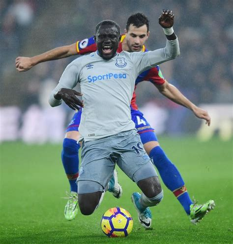 Everton to fight FA diving charge against Oumar Niasse ...