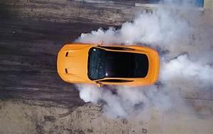 Prix D Une Mustang : ford fait br ler ses pneus bord d 39 une mustang ecoboost guide auto ~ Medecine-chirurgie-esthetiques.com Avis de Voitures