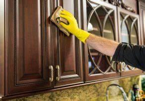 Küchenfronten Reinigen Holz : k chenfronten reinigen so werden sie schonend sauber ~ Markanthonyermac.com Haus und Dekorationen