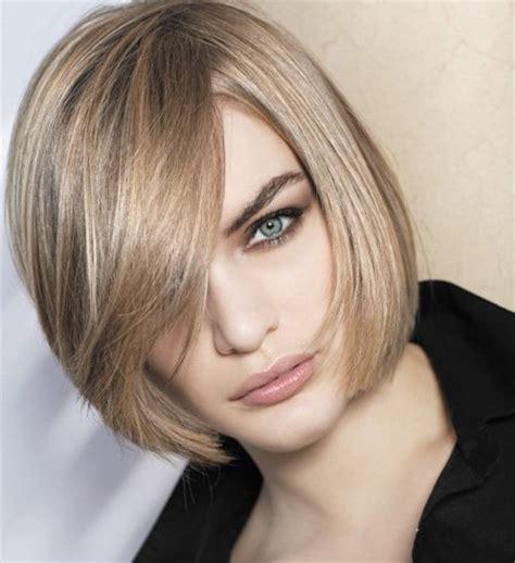 coiffure carre droit court