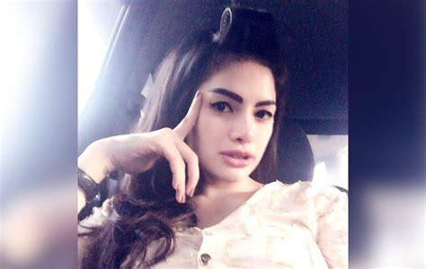 Pose Seksi Nikita Mirzani Yang Sedang Nungging Dihujat