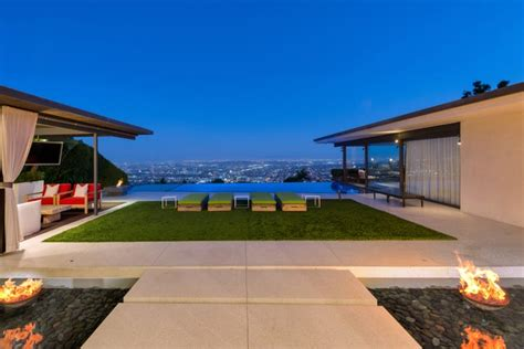 In july, the friends star dropped the price last week, perry also placed his contemporary malibu beach house on the market for $14.95 million. Matthew Perry Glass House For Sale Los Angeles - 13.5M