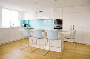 credence bleue une astuce deco pour dynamiser sa cuisine With cuisine bleue et blanche