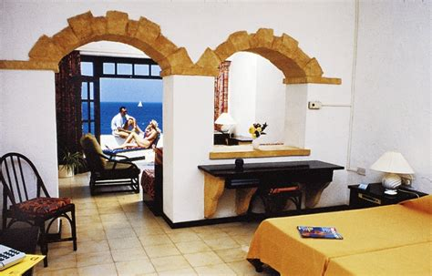 Comino Hotel & Bungalows 3