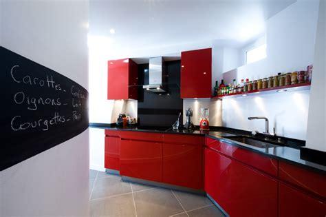 cuisines rouges cuisine leicht laquée