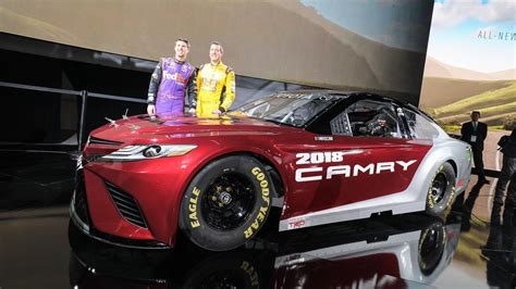 toyota camry lends  design   nascar race car