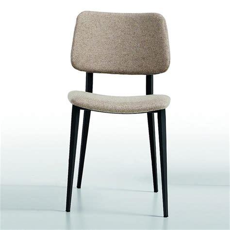 chaise grise tissu chaise scandinave midj tissu gris clair pieds noir sur cdc
