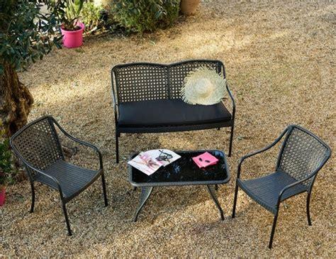 canapé résine tressée pas cher un mini salon de jardin pour petit espace joli place