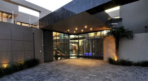 world  architecture huge modern home  hollywood style