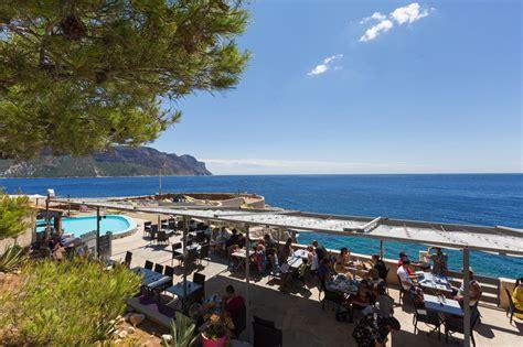chambres d hotes à cassis après midi transat piscine soleil et cocktail à la plage
