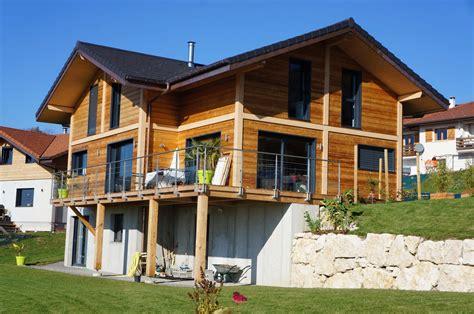 chalet poteaux poutres avec terrasse ext 233 rieure bois et garde corps alu verre sur viuz jolly