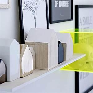 Objet Deco Bois Naturel : objet de d coration en bois en forme de maison bloomingville ~ Teatrodelosmanantiales.com Idées de Décoration