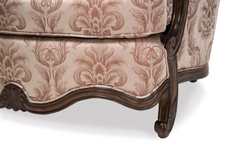 platine de royale beige patterned chair and a half