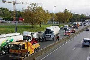 Non Respect Des Distances De Sécurité : rocade de bordeaux une collision entre plusieurs camions a provoqu des ralentissements ~ Medecine-chirurgie-esthetiques.com Avis de Voitures