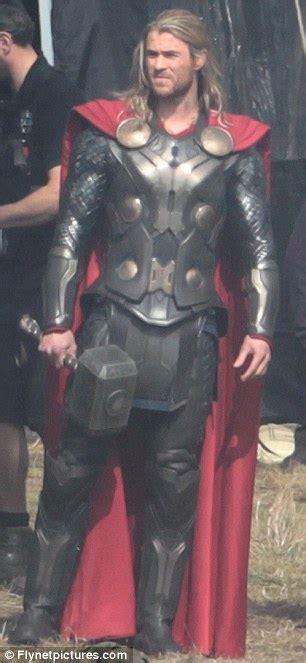Thor 2 Chris Hemsworth Arriva Sul Set Ecco Il Nuovo