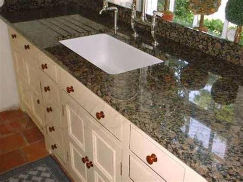 cubiertas de granito baltic brown  cocinas integrales