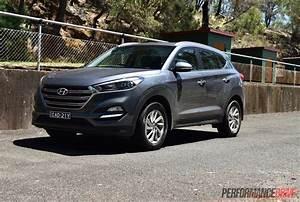 Hyundai Tucson 2016 : 2016 hyundai tucson 1 6t petrol vs crdi diesel comparison video performancedrive ~ Medecine-chirurgie-esthetiques.com Avis de Voitures