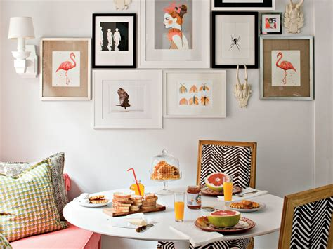 tricks  hanging  gallery wall southern living